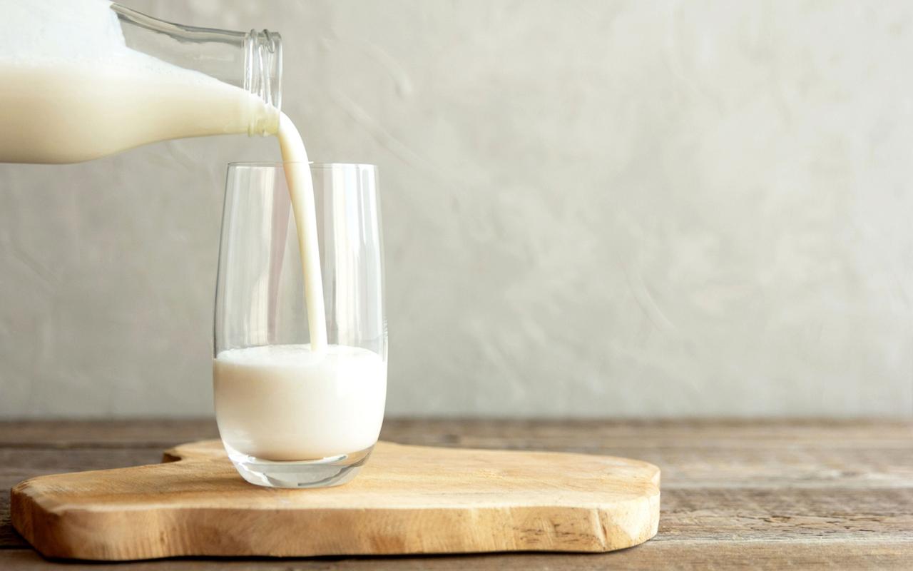 İdeal ağırlıkta olan yetişkinler, günde ortalama 2 su bardağı süt tüketebilir
