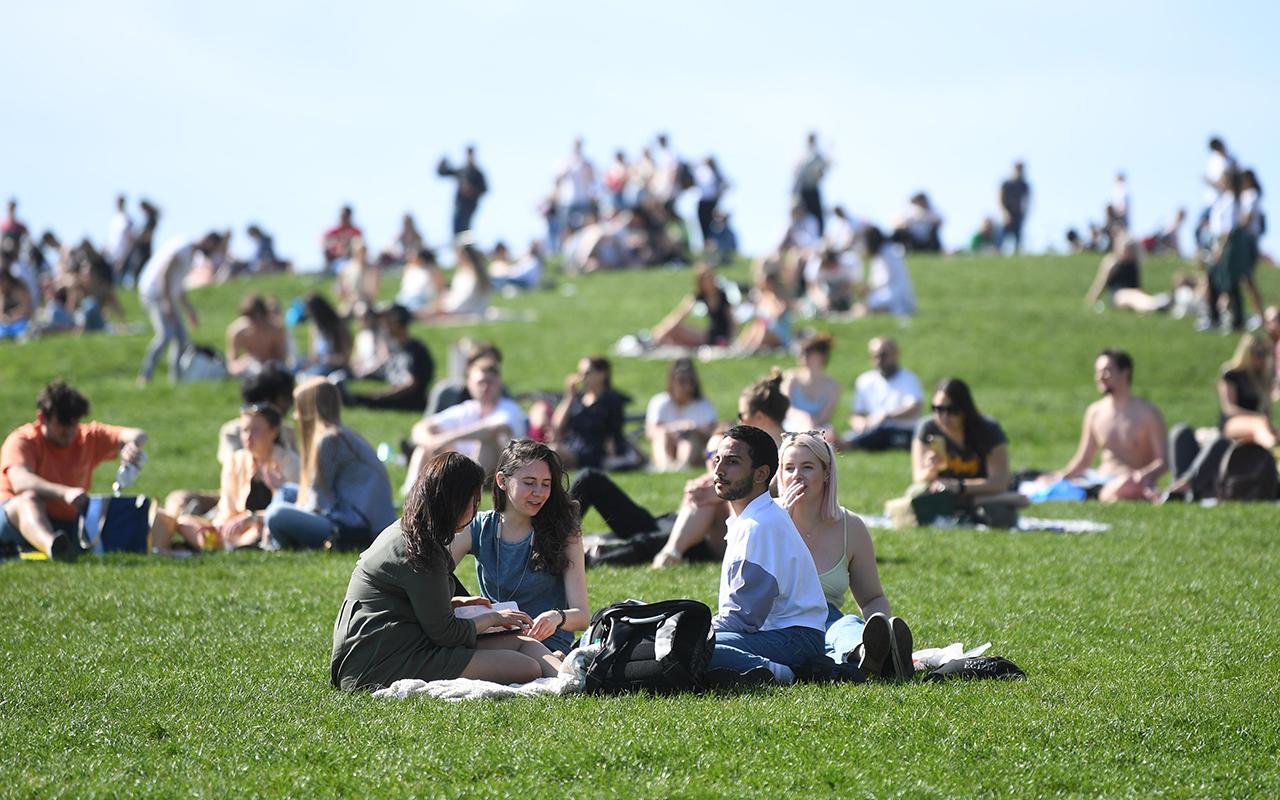 İngiltere'de günlük vaka sayısı Mart ayından bu yana ilk kez 6 bini aştı