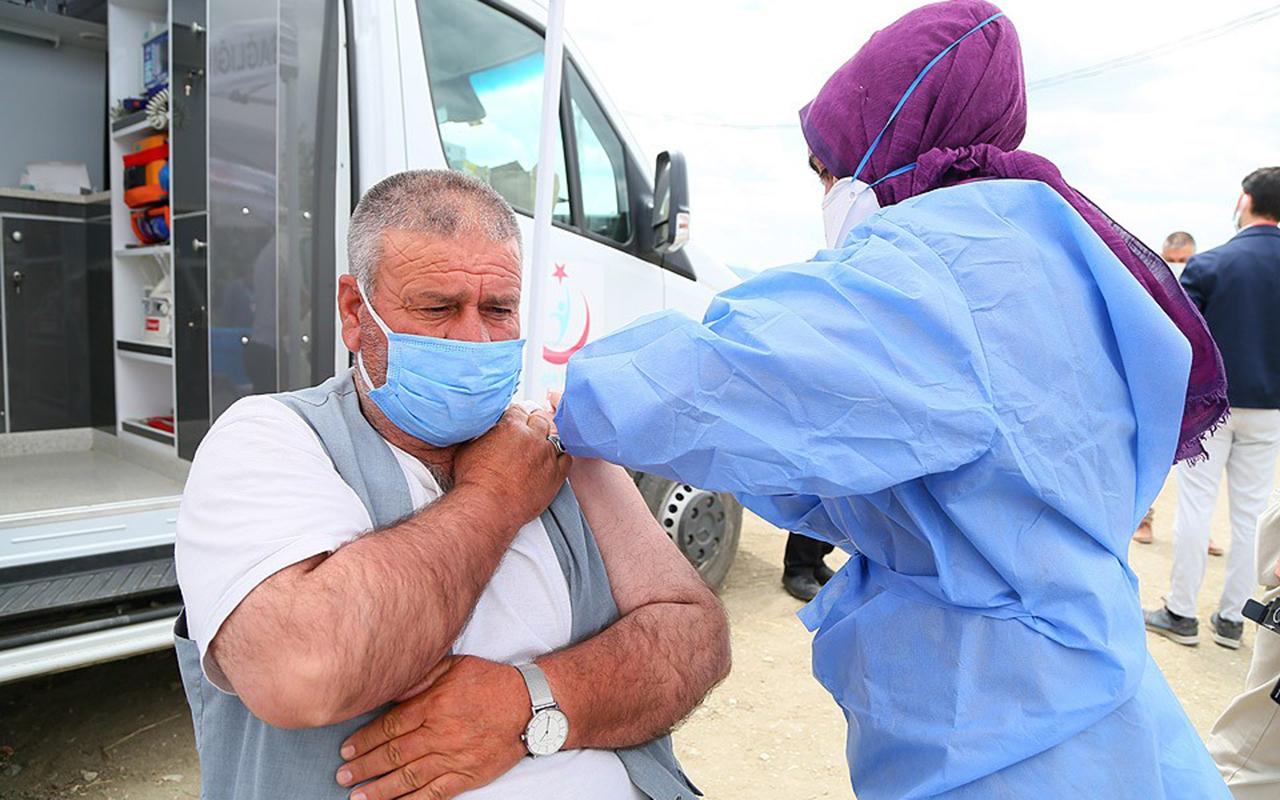 İzmir'de mevsimlik tarım işçilerine korona virüs aşısı başladı