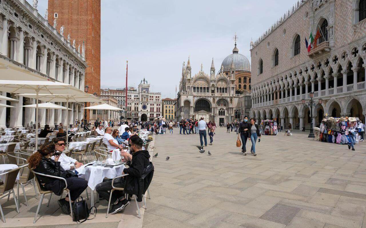 İtalya'da son 24 saatte 2 bin 79 yeni vaka tespit edildi