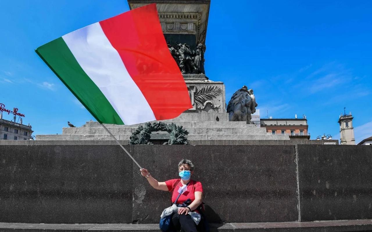 İtalya'da son 24 saatte bin 723 yeni vaka tespit edildi