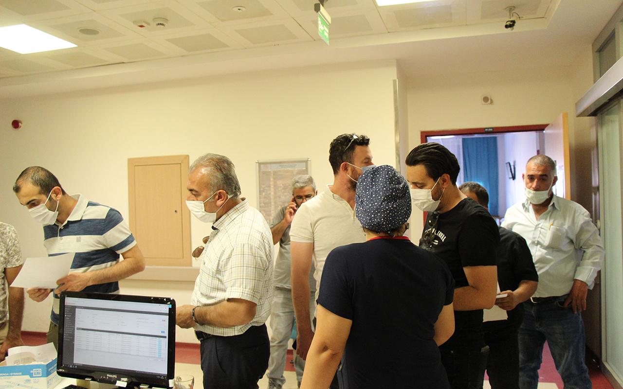 Yaş sınırı düşüyor, vatandaşlar korona virüs aşısı olmak için sıraya giriyor
