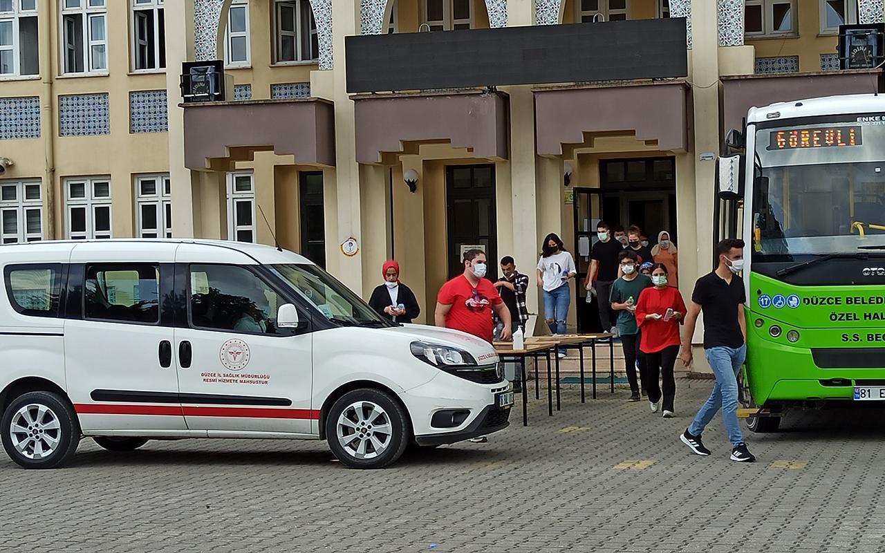 Covidli öğrenciler sınavlarına filyasyon ekipleri tarafından götürüldü