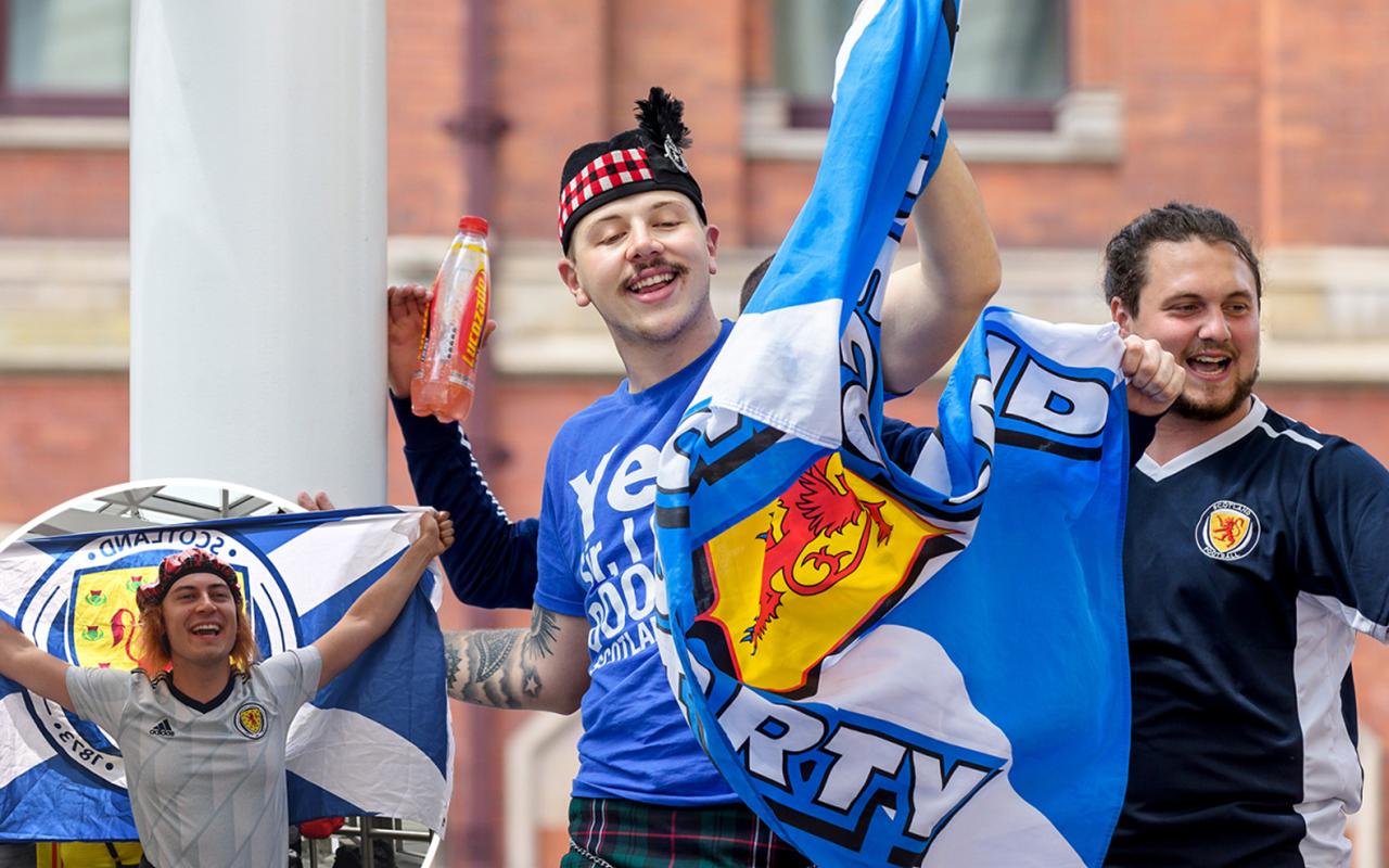 İskoçya'dan kan donduran açıklama: 2.000 Covid hastası taraftar maça gitti