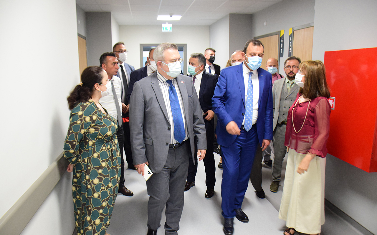 Sağlık Bakanlığı heyeti, Arnavutluk'taki Türkiye-Arnavutluk Dostluk Hastanesi'ni ziyaret etti