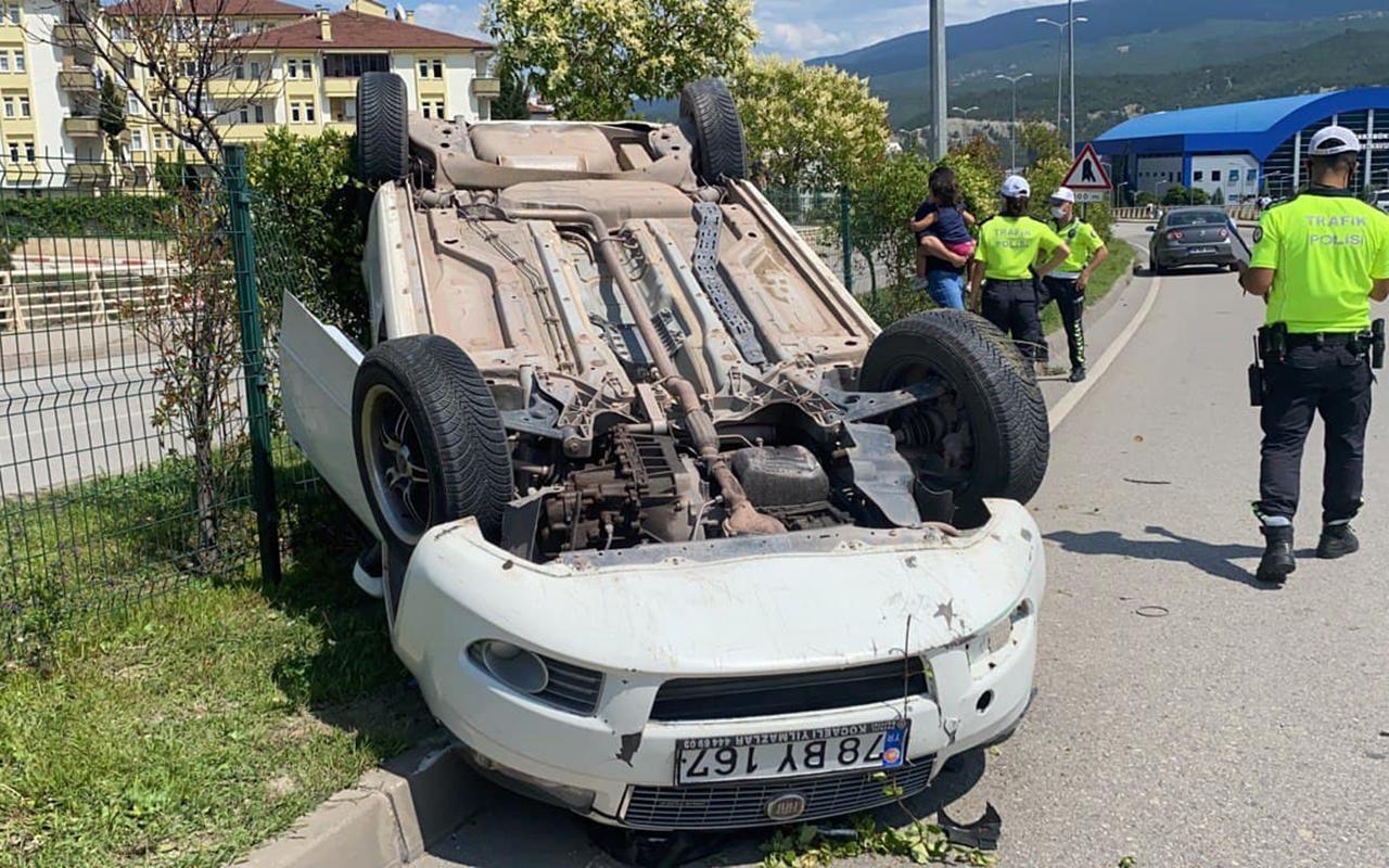 Yoldan çıkan otomobil devrildi: 2 yaralı