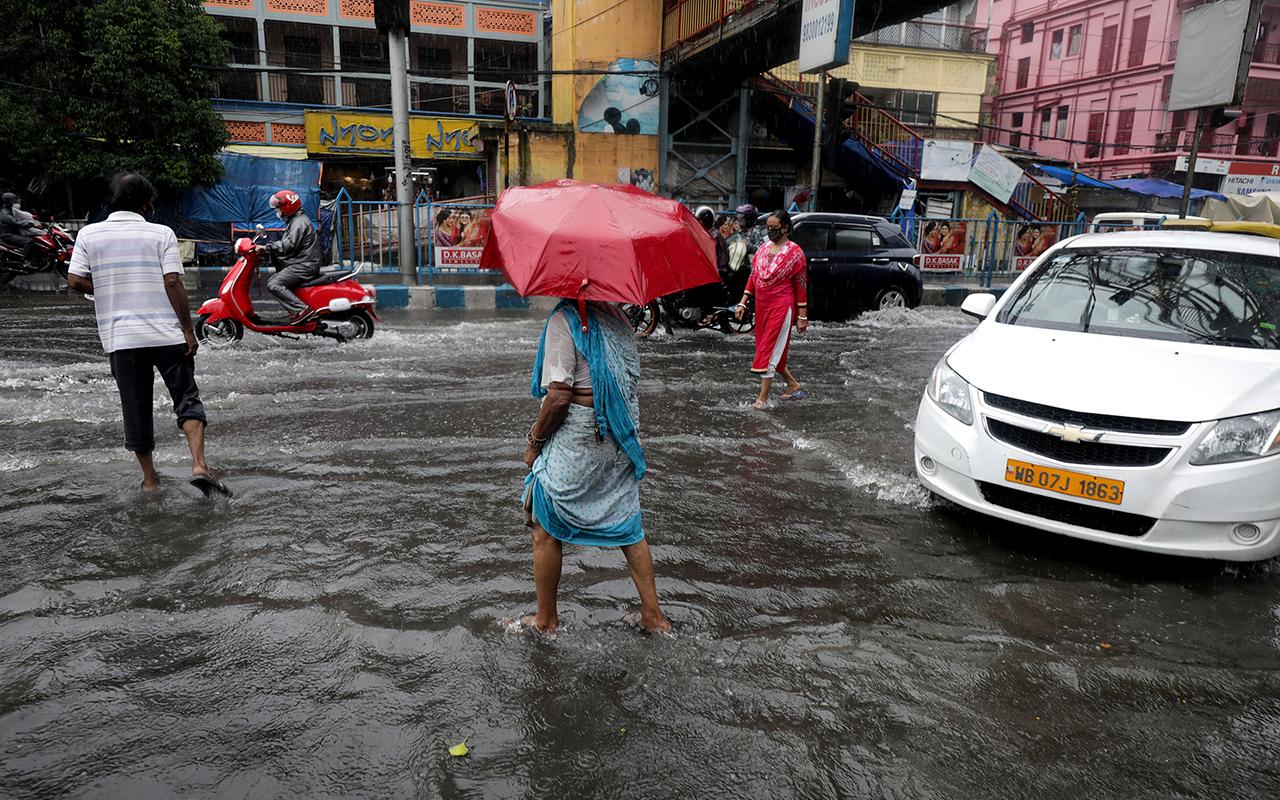 Hindistan'da yıldırım düşmesi sonucu 28 kişi yaşamını yitirdi