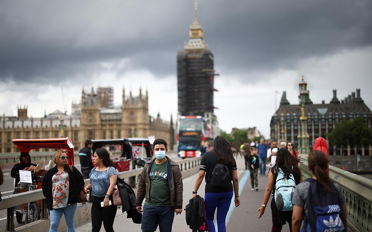 İngiltere'de son 24 saatte 34 bin 471 vaka
