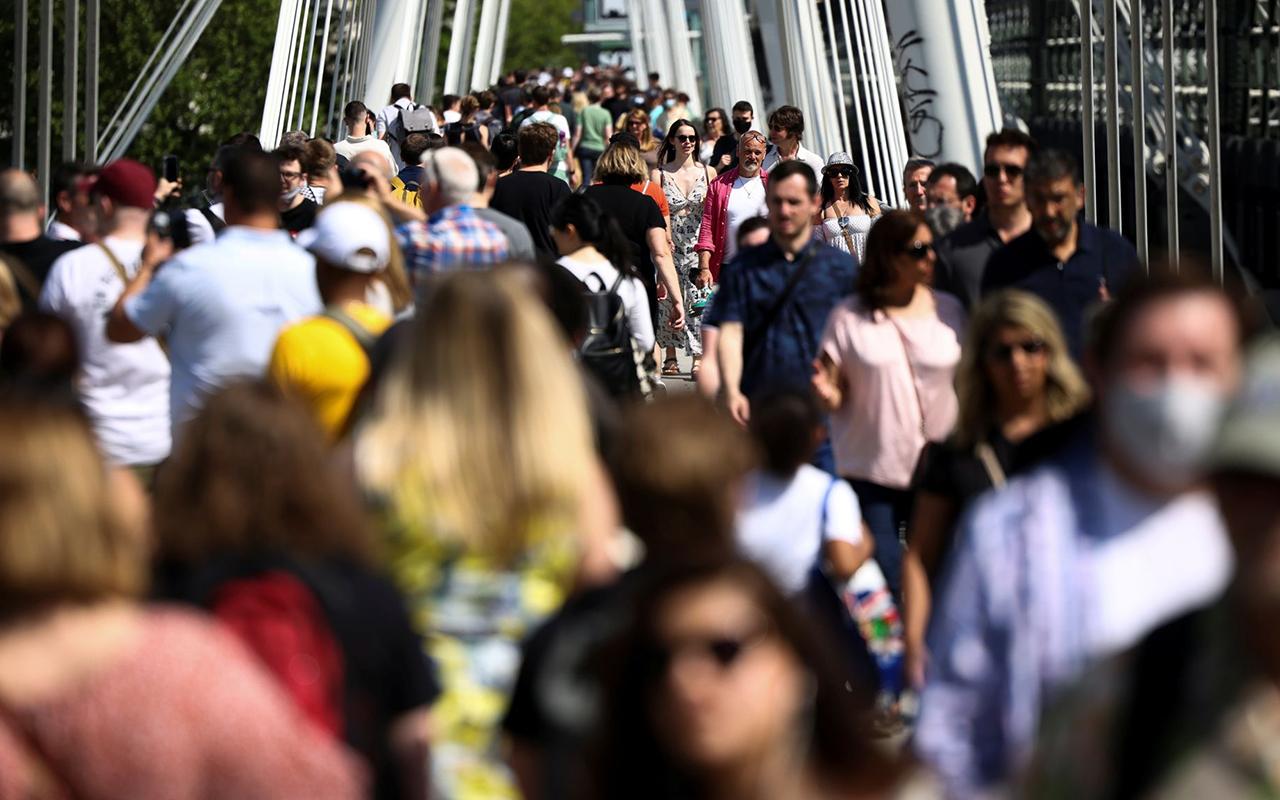 İngiltere'de son 24 saatte 39 bin 950 vaka tespit edildi