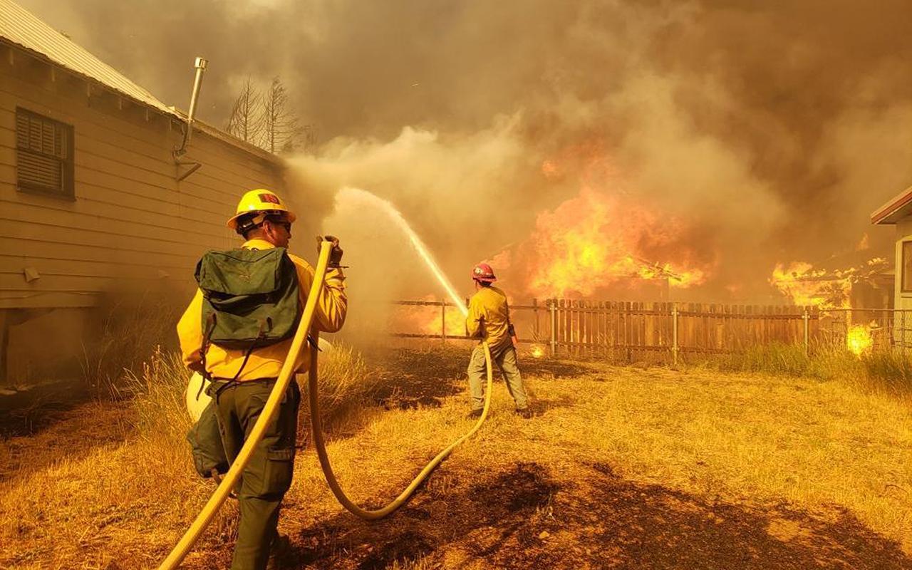 California tarihinin en büyük 3. yangını devam ediyor: 8 kişi kayıp