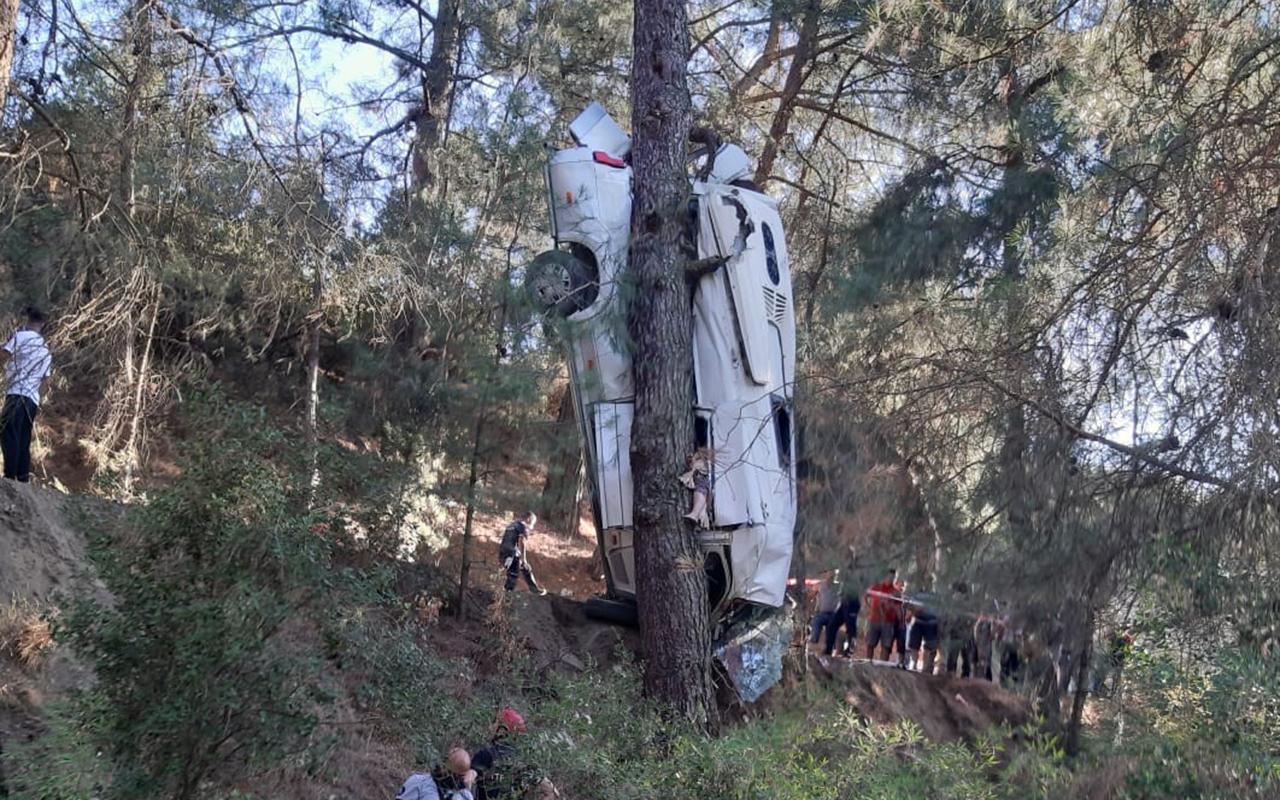 İzmir'de feci kaza: 6 ölü, 11 yaralı
