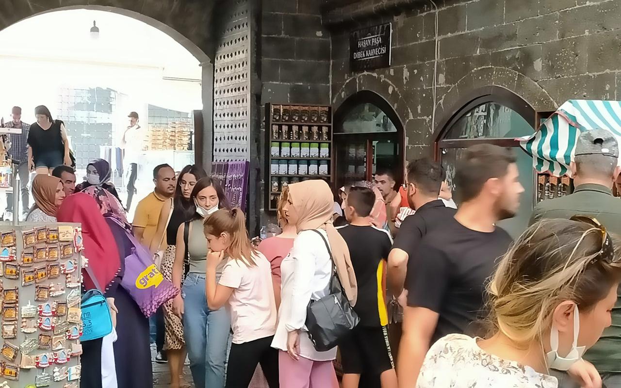 Diyarbakır'da tarihi mekanda korona virüs tedbirleri unutuldu