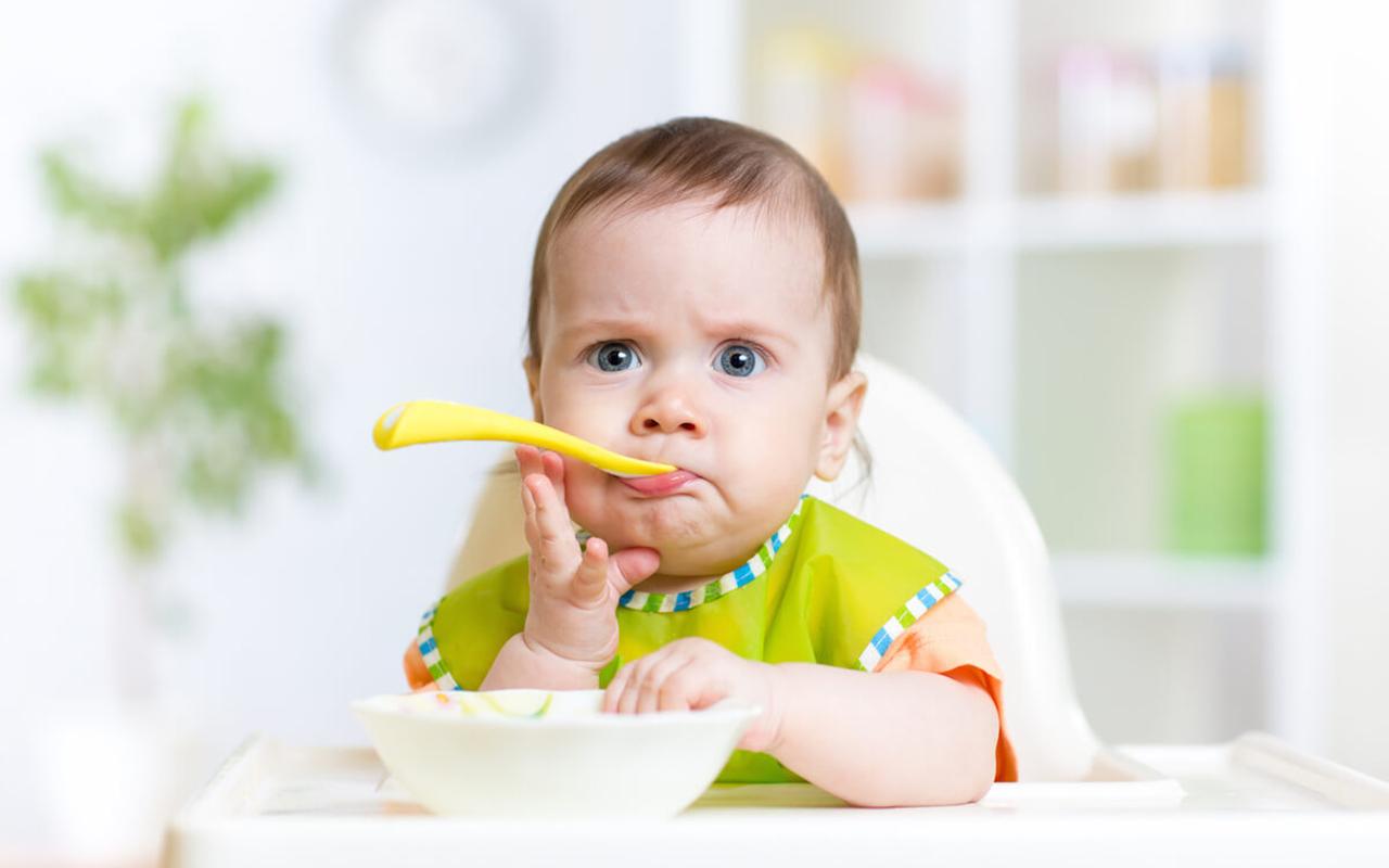 Bebeklerde ek gıdaya geçişte yapılması gerekenler