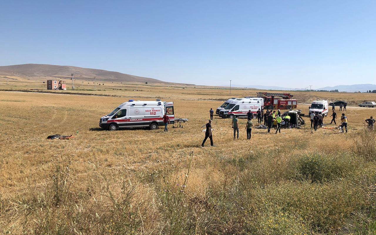 Kayseri'de hafif ticari araç şarampole uçtu: 3 ölü, 8 yaralı