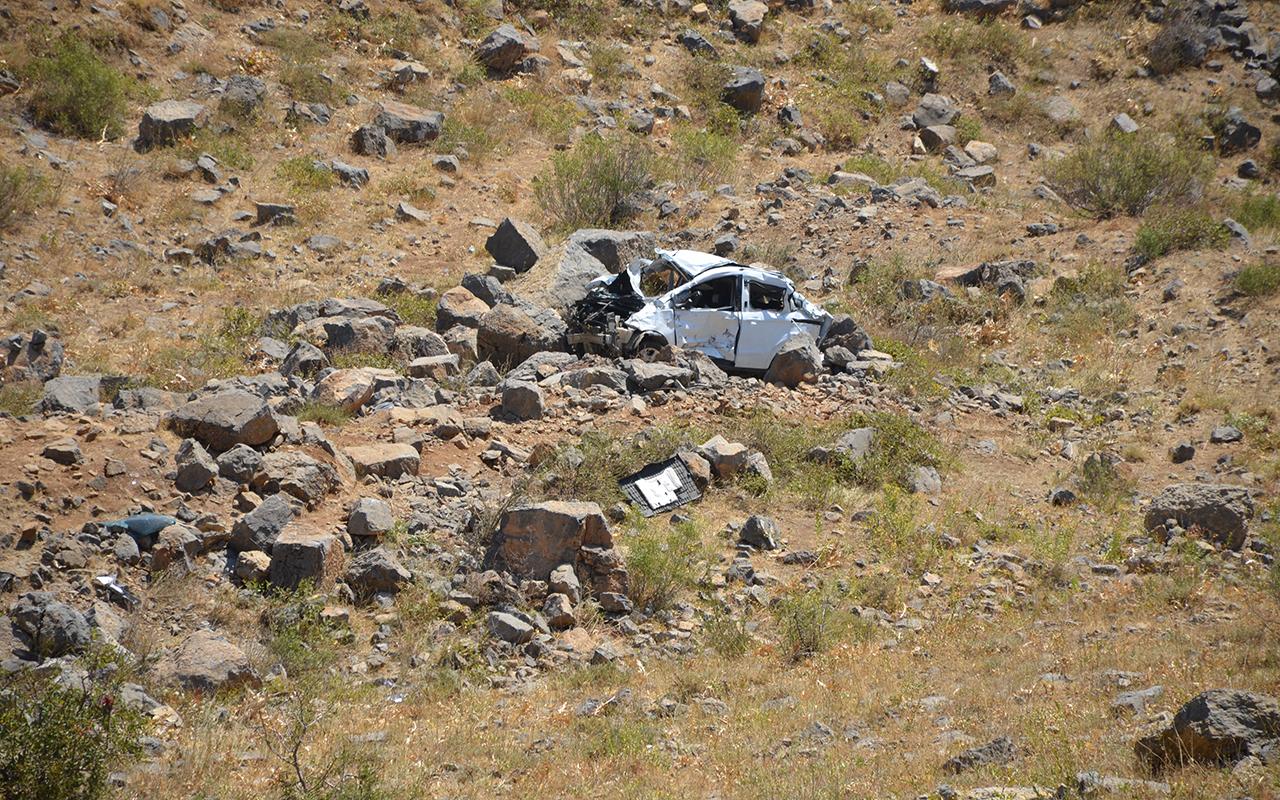 Düğüne giden araç kaza yaptı: Anne ve çocuğu öldü, sürücü ağır yaralandı