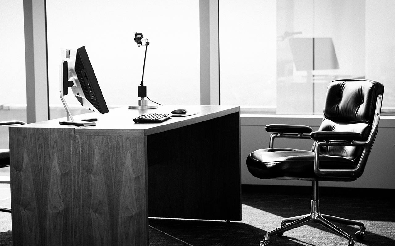 İngiltere'de hâlâ pek çok çalışan ofise dönmeyi düşünmüyor
