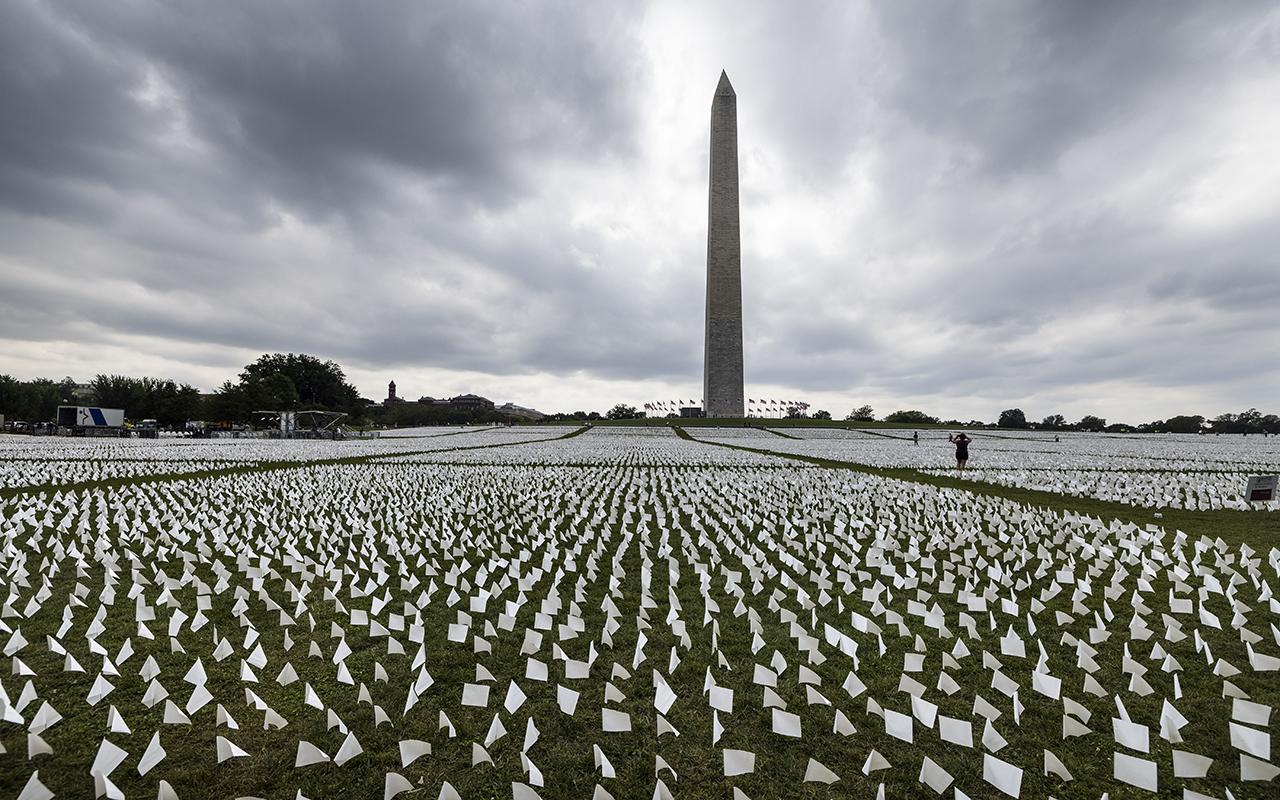 ABD'de Covid-19'dan ölenlerin anısına yaklaşık 640 bin beyaz bayrak