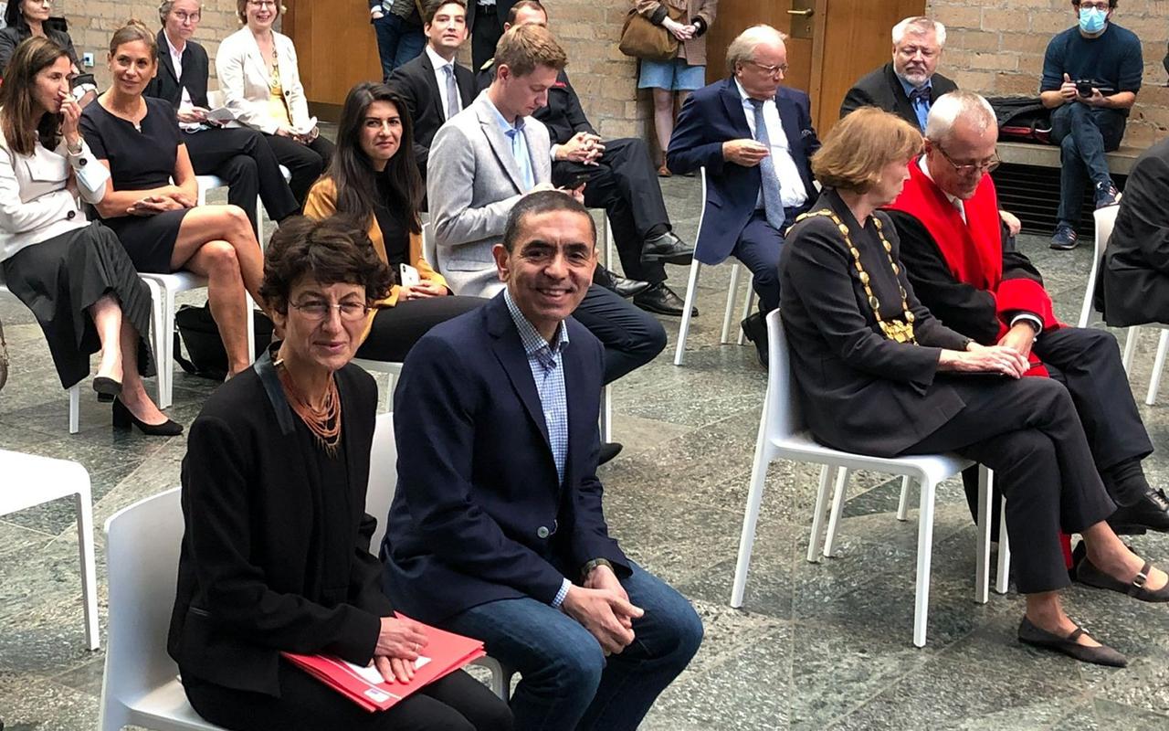 Köln Üniversitesi'nden Özlem Türeci ve Uğur Şahin'e fahri doktora unvanı