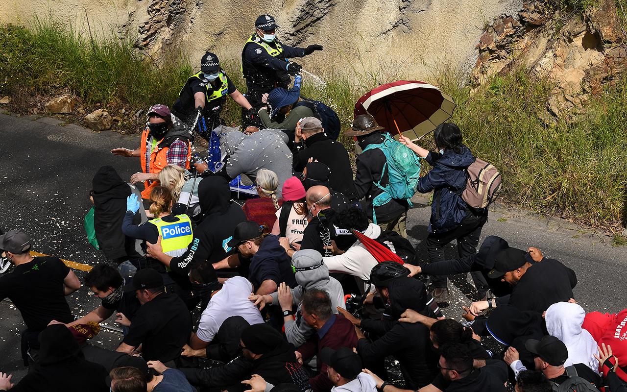 Avustralya'da karantina karşıtı gösterilerde arbede: 267 gözaltı