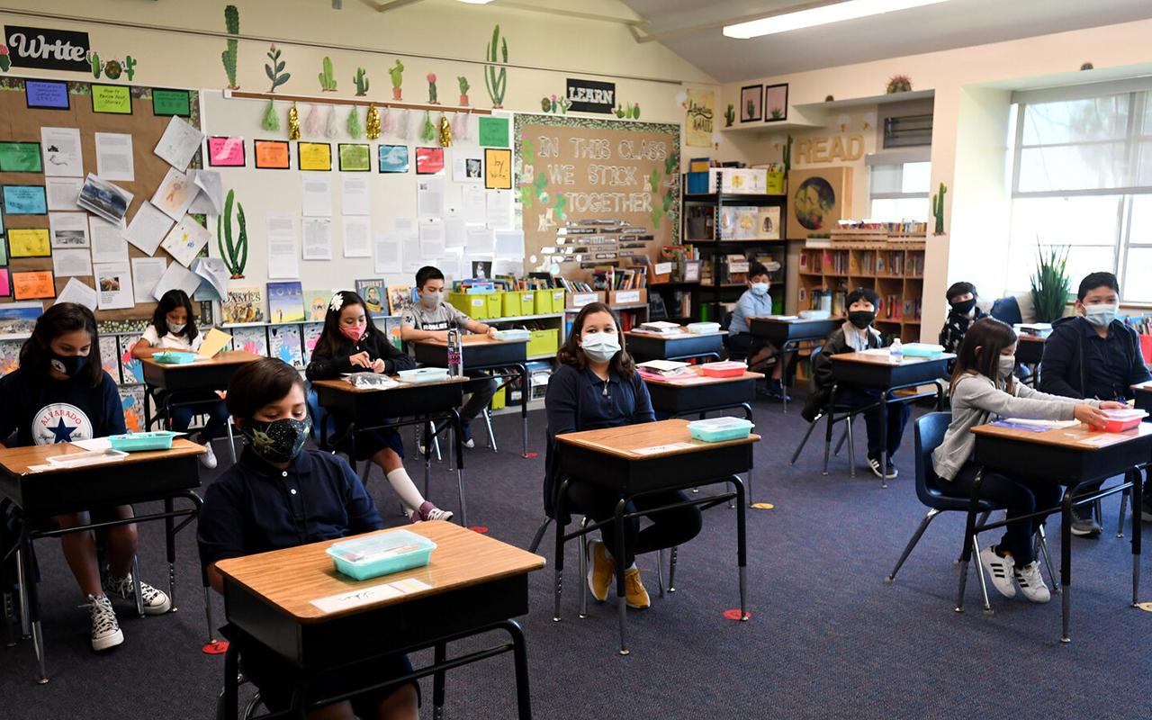 ABD'de okullarda maske takma ile ilgili karmaşa: Öğrenciler tedirgin ve stresli
