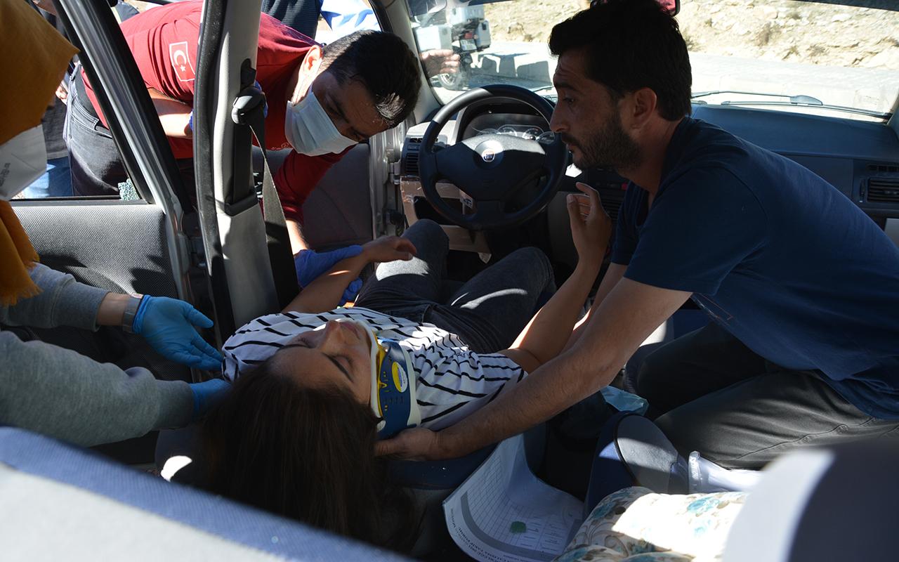 Sürücü adayının kullandığı otomobile tır çarptı: 2 yaralı