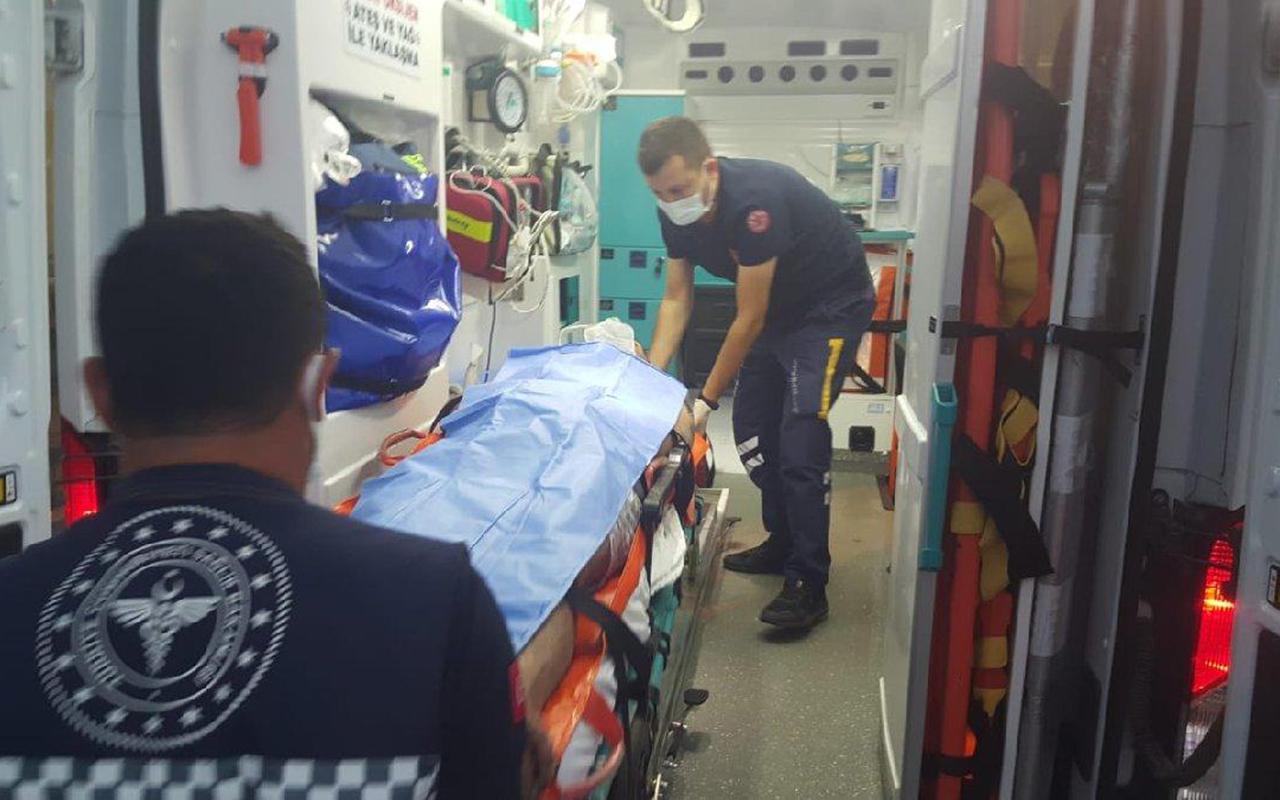 Kazada yaralananlara yardıma giden 2 kişi, yoldan geçen bir aracın çarpmasıyla hayatını kaybetti