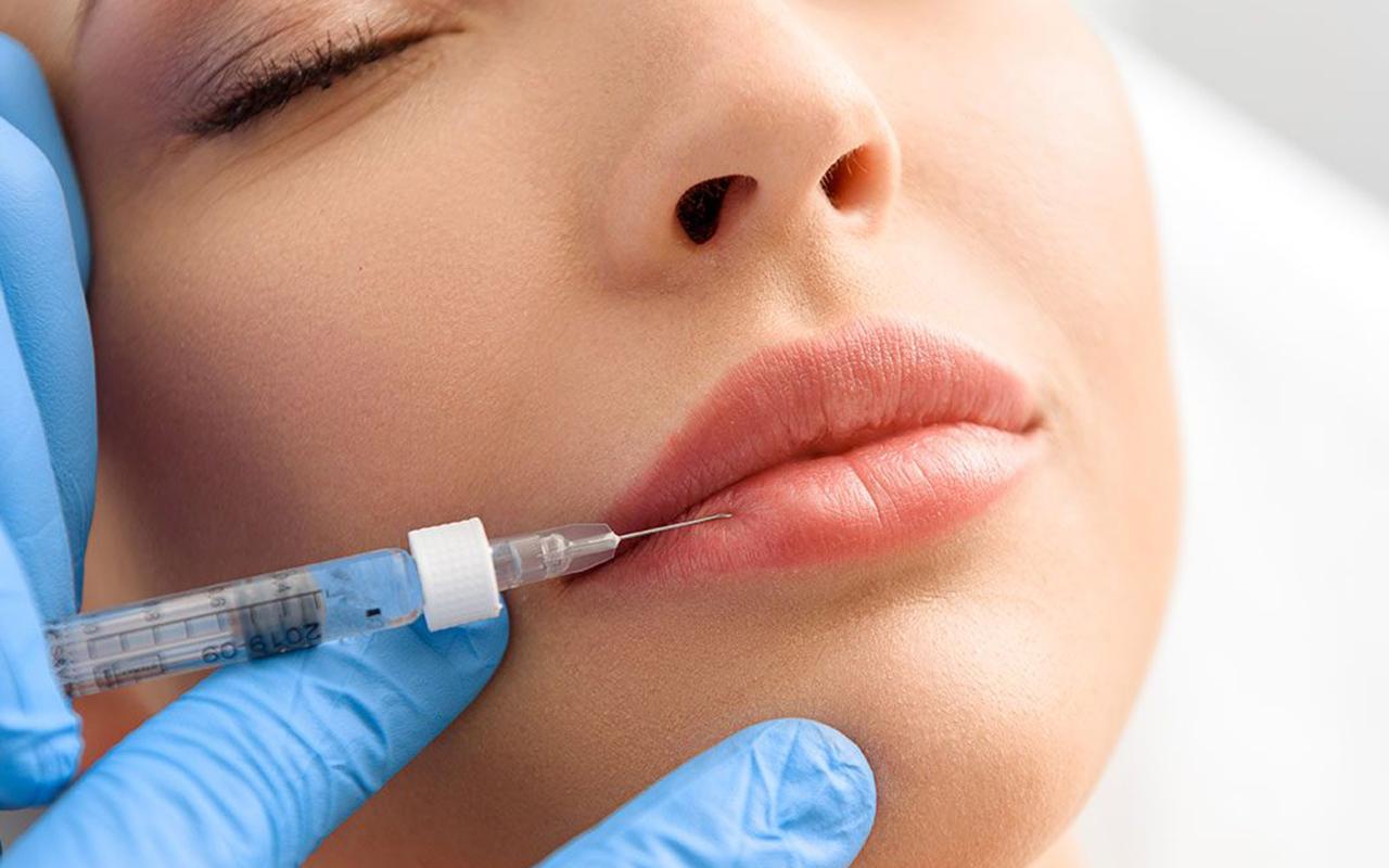 İngiltere'de 18 yaş altındaki kişilere botoks ve dudak dolgusu yasağı