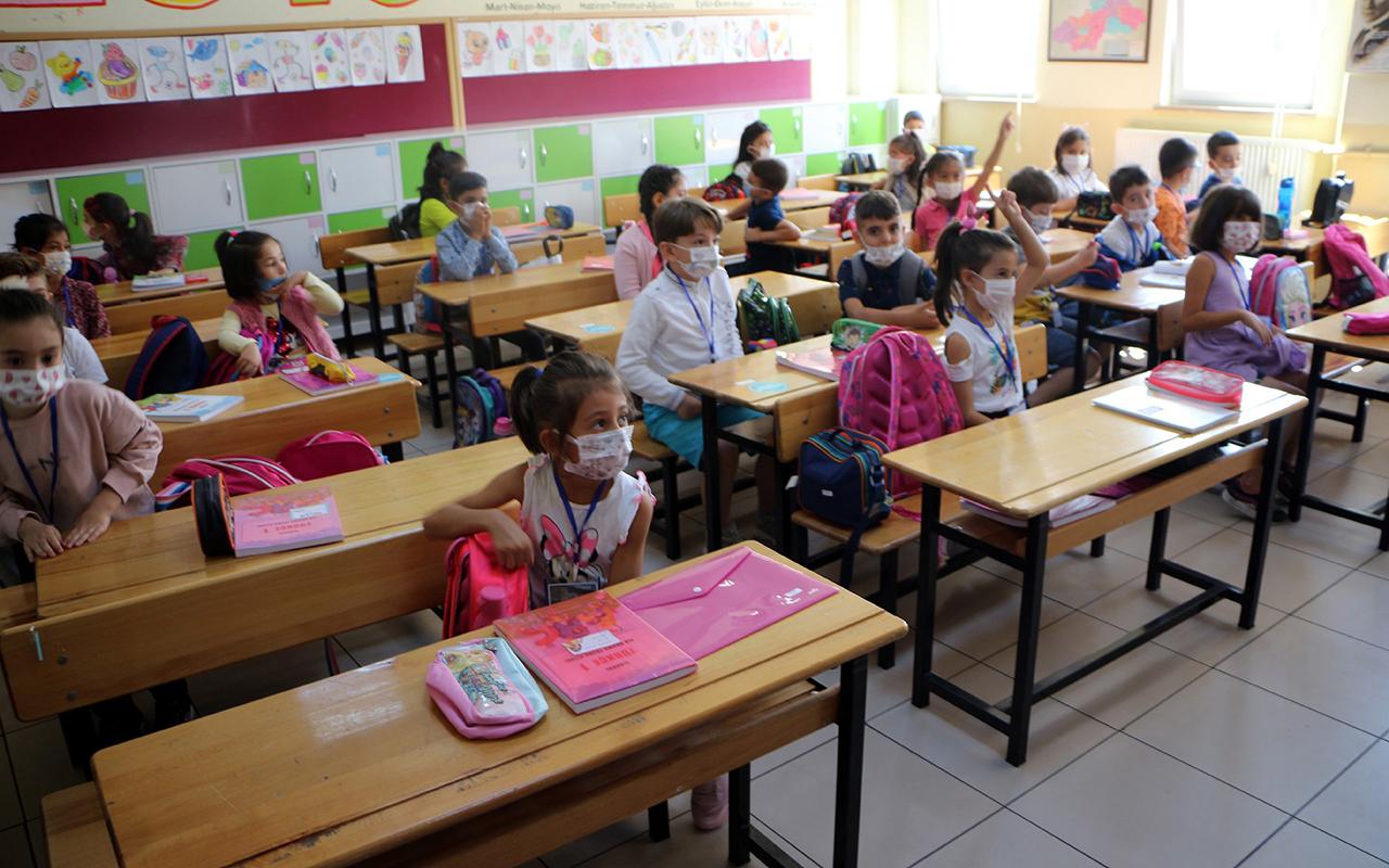Sağlık Bakanlığı'ndan Covid-19 güncellemesi: Temaslı öğrencilerde karantina süresi değişti
