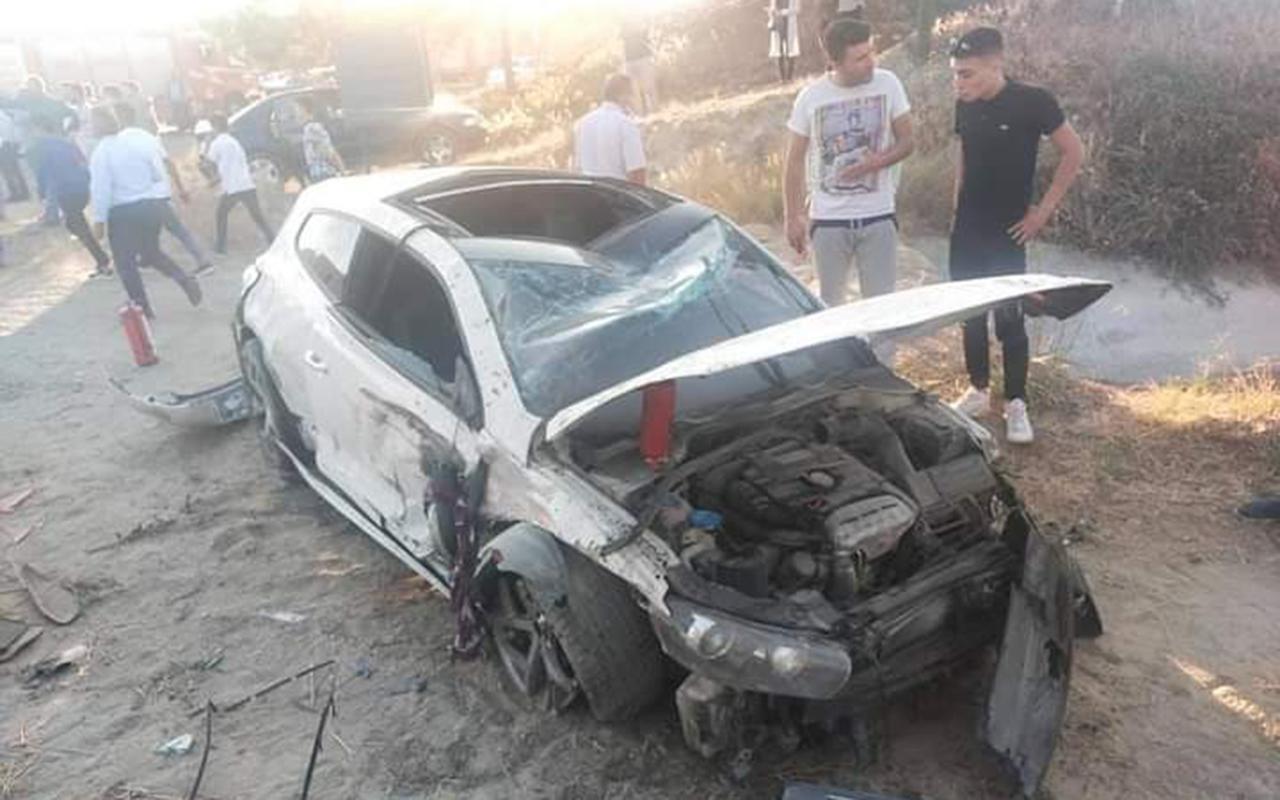 Düğün konvoyunda tırın sıkıştırdığı otomobil tarlaya uçtu: 1'i ağır 4 yaralı