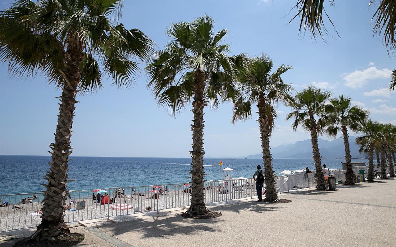 Antalya'da iç turizm hareketliliği azaldı, vaka sayısı ciddi oranda düştü