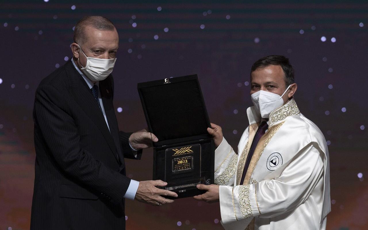 TURKOVAC'ı geliştiren ERÜ'ye Cumhurbaşkanı Erdoğan'dan ödül