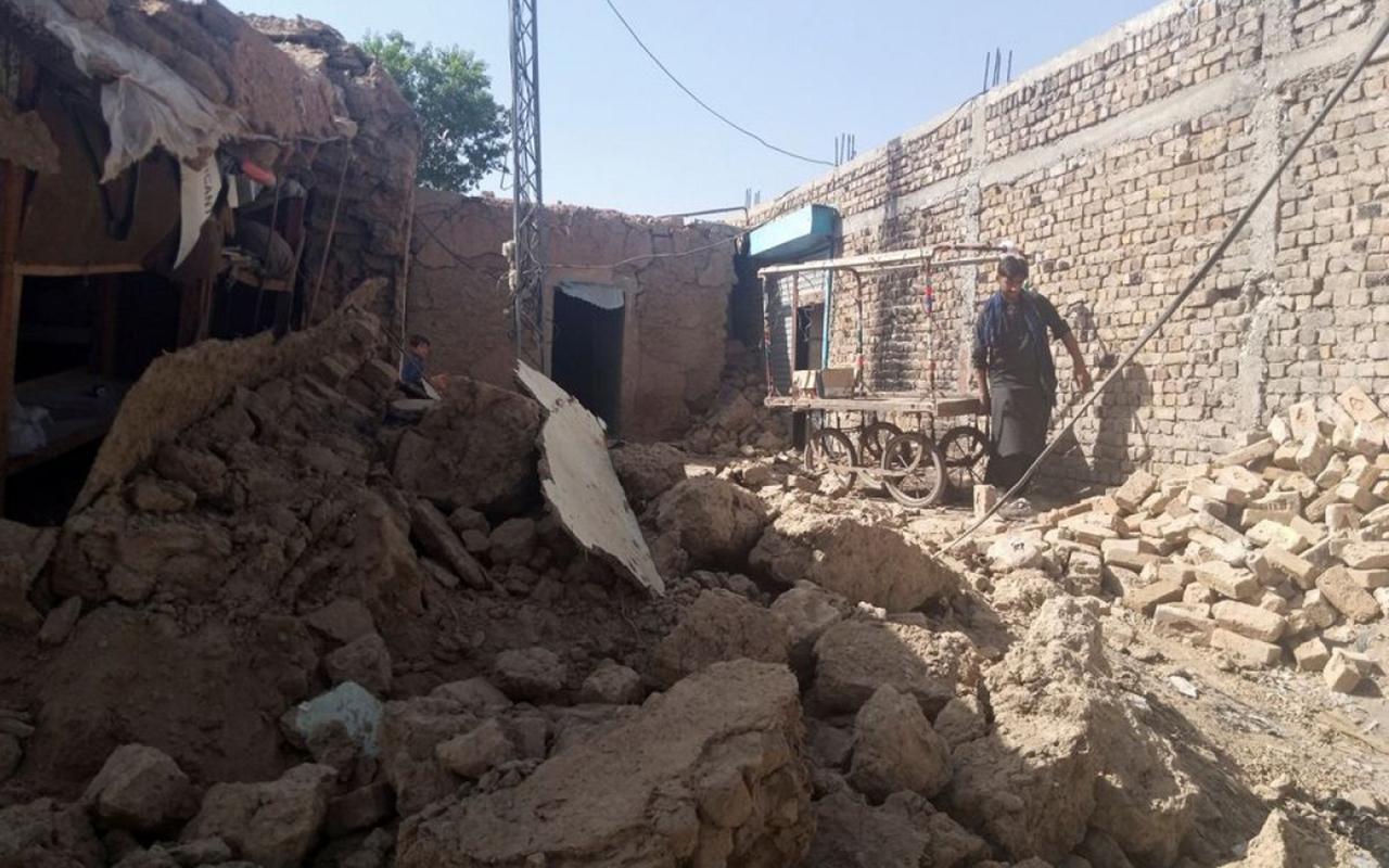 Pakistan'da 5.9 büyüklüğünde deprem: 20 ölü, 300 yaralı