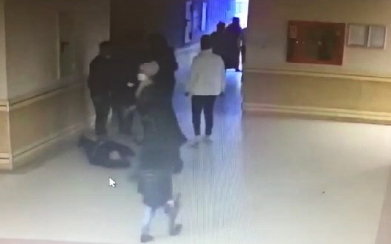 Hastanede güvenlik görevlisini bayıltana kadar darp ettiler